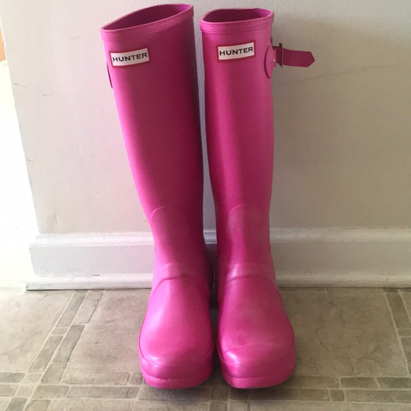 Hunter Shoes - Pink Hunter Boots (Size 6)